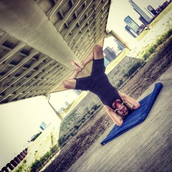 On set yoga session