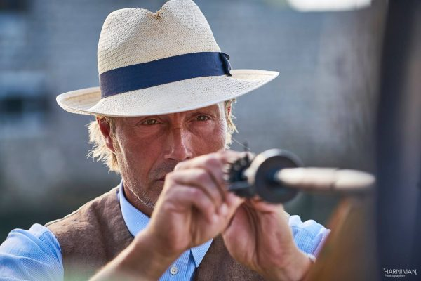 Mads Mikkelsen and the poison dart gun - Ford Edge La Fantome