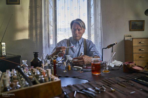 Le Fantome Ford Edge Mads Mikkelsen prepare the poison dart